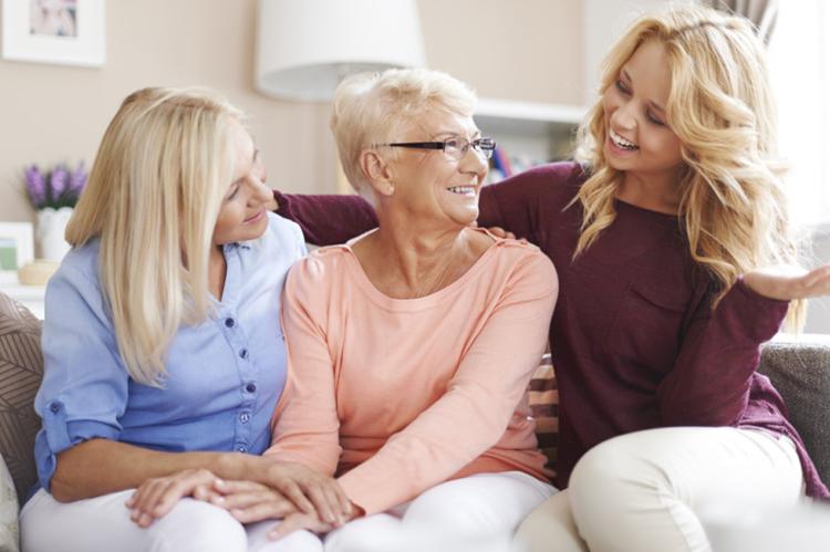 En France, environ 700 000 personnes résident en maison de retraite. L'entrée en établissement constitue une étape décisive, un tournant, dans le parcours de vie d'une personne âgée.